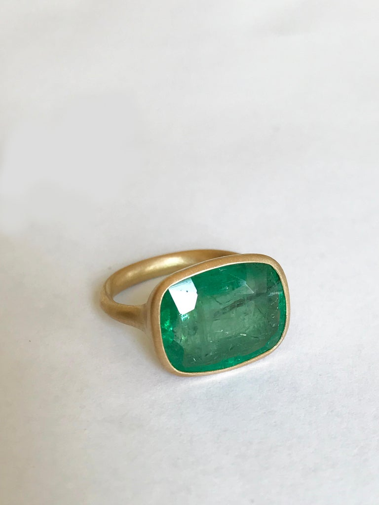 Dalben 8.8 Carat Pale Green Emerald Yellow Gold Ring In New Condition For Sale In Como, IT