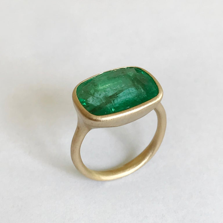 Women's Dalben 8.8 Carat Pale Green Emerald Yellow Gold Ring For Sale