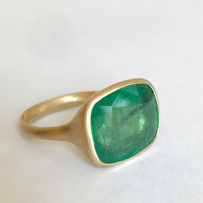 Dalben 8.8 Carat Pale Green Emerald Yellow Gold Ring For Sale 1