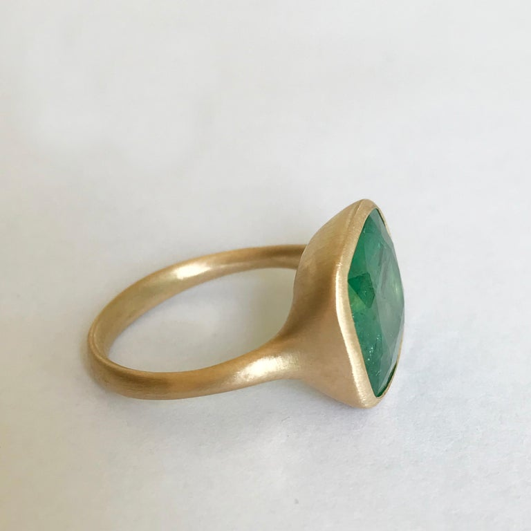Dalben 8.8 Carat Pale Green Emerald Yellow Gold Ring For Sale 2