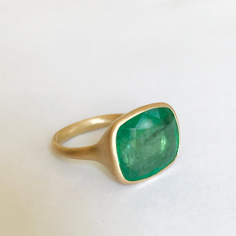 Dalben 8.8 Carat Pale Green Emerald Yellow Gold Ring For Sale 3