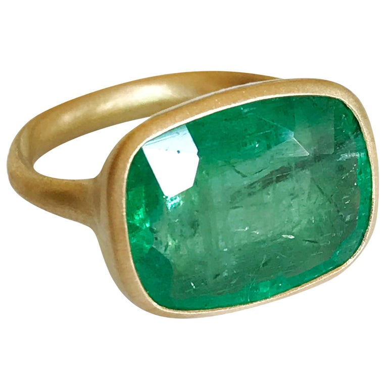 Dalben 8.8 Carat Pale Green Emerald Yellow Gold Ring For Sale