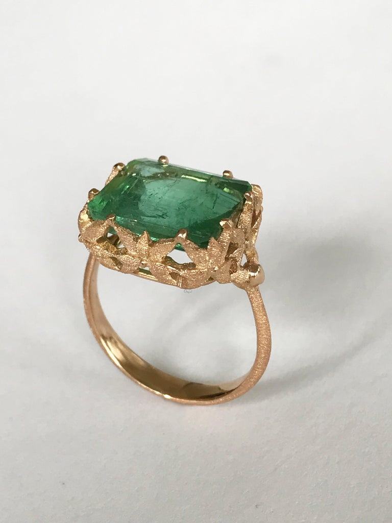 Contemporary Dalben Green Tourmaline Rose Gold Cocktail Ring For Sale