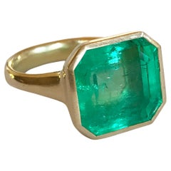 Dalben Magnificent 9,69 Carat Certified Colombian Emerald Yellow Gold Ring