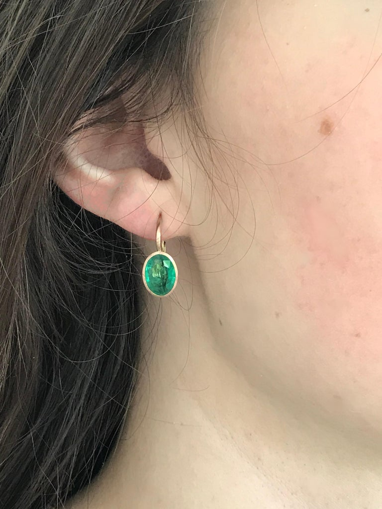 Contemporary Dalben Oval Cut Emerald Rose Gold Earrings For Sale