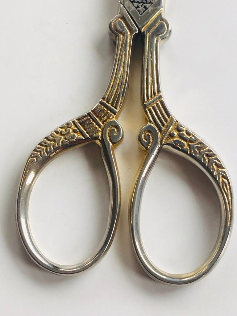 Spanish Damascene 3 Tres Claveles Gold Embroidery Ornate Scissor by Toledo, Spain For Sale