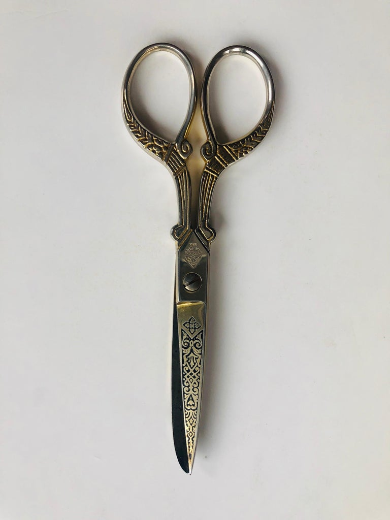 Damascene 3 Tres Claveles Gold Embroidery Ornate Scissor by Toledo, Spain For Sale 2