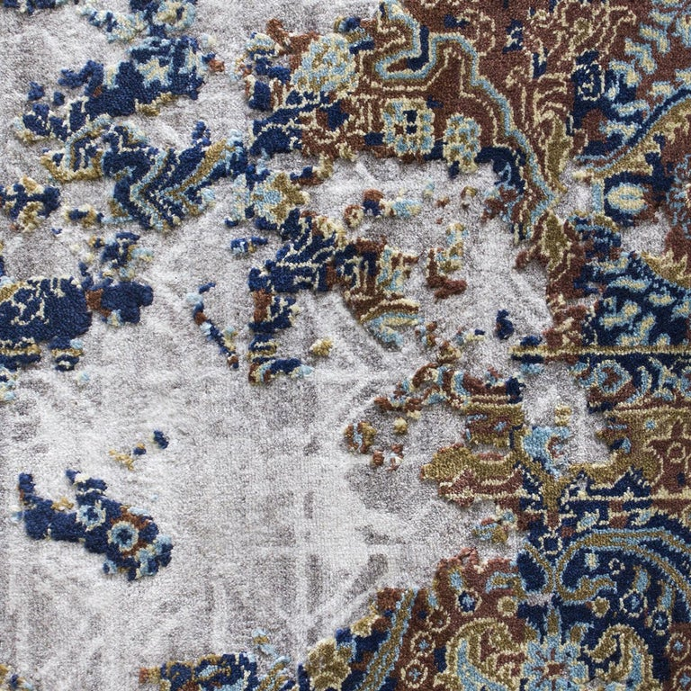 Italian Damask Revise Silver Rug For Sale