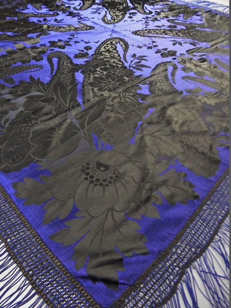 Circa 1860  Europe - Russia (?)  Large bourgeois shawl in black damask silk on electric blue Gros de Tours around 1860. On the reverse, reversible  weaving on the quart (without floating weft) with ribbed effects with matt and shiny damask effects.