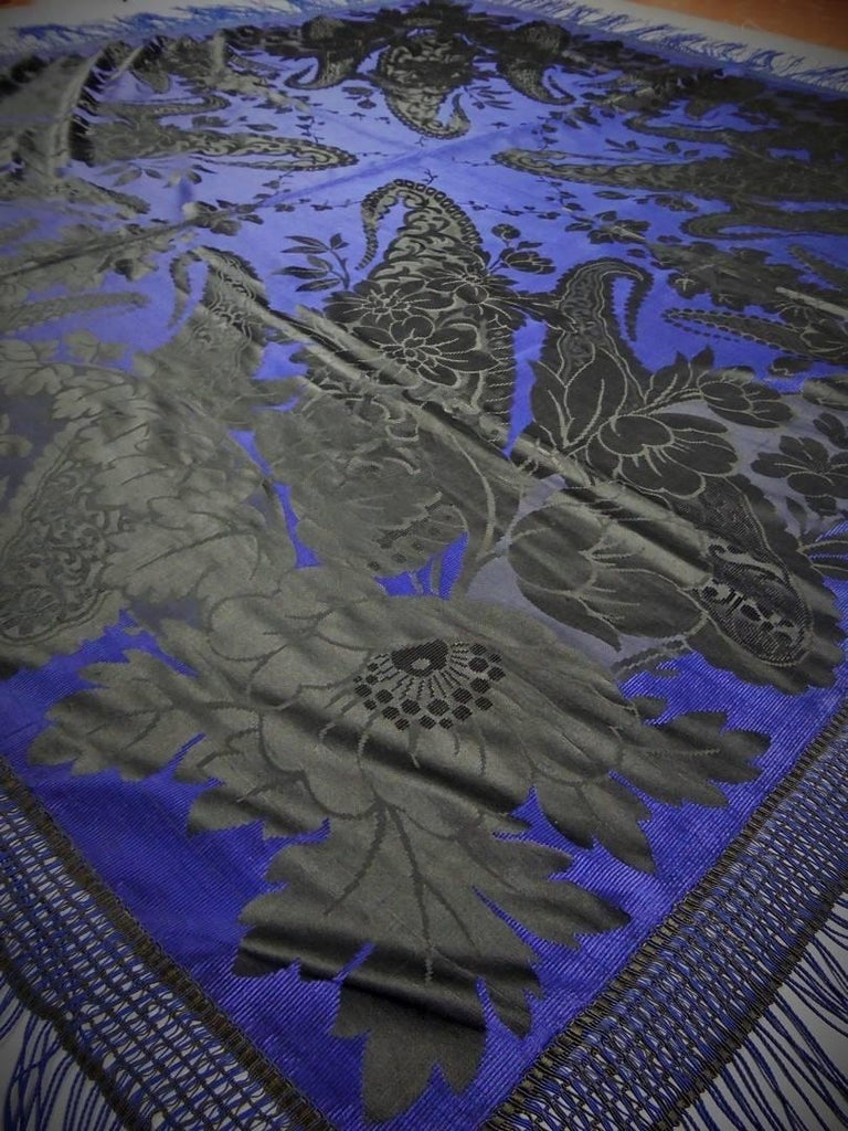 Damask silk shawl, circa 1860 For Sale 3