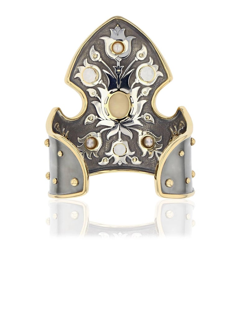 Manchette Blason opale Or Jaune  Patinated silver blazon cuff bangle with yellow gold contours and claws. The cuff is set with : a variation of 24 yellow gold spikes all around and 5 topazes, 3 opal (one is placed at the center, surrounded by