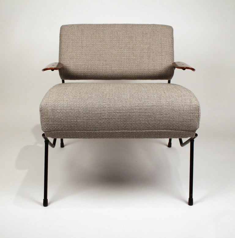 Dan Johnson Iron Lounge Chair with Bent Walnut Plywood Armrests In Good Condition For Sale In Dallas, TX