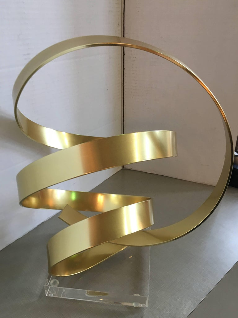 Dan Murphy aluminium ribbon sculpture.