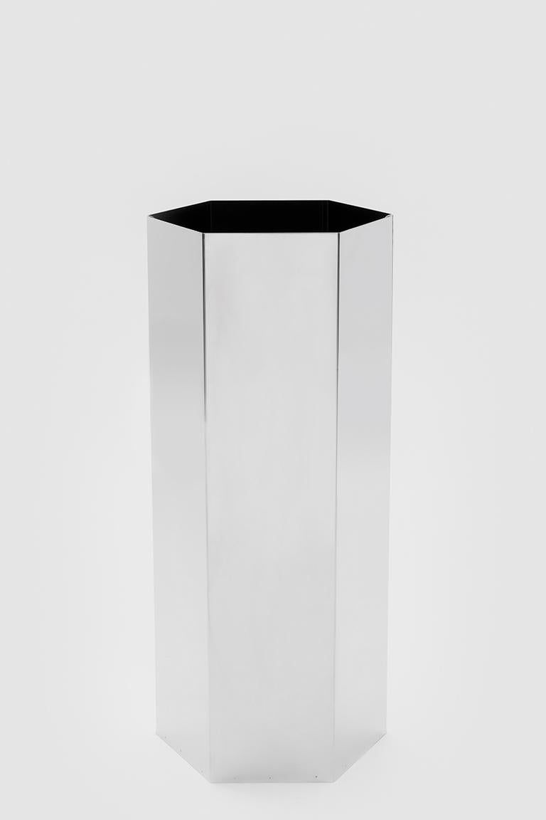 Sicilia 56 is a cylinder with a hexagonal base and the function of umbrella stand. The structure is made of polished stainless steel.