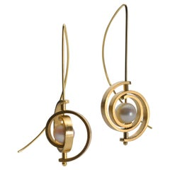 Dangle Earrings in Gold with Akoya Pearls