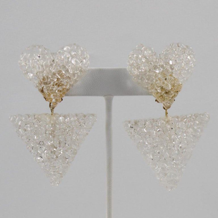 Dangle Heart Lucite Clip Earrings In Excellent Condition For Sale In Atlanta, GA