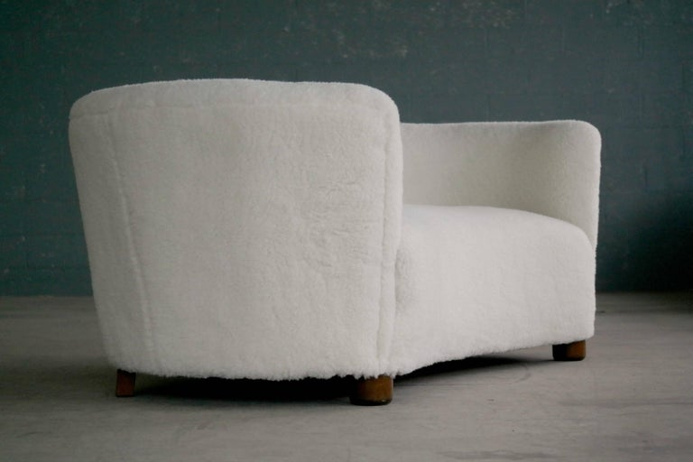 Mid-20th Century Danish 1940s Curved Banana Shape Sofa in Lambswool in the Style of Viggo Boesen
