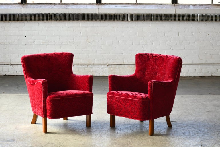 Beautiful pair of 1940s Danish easy chair similar in style and size to Fritz Hansen's famed model 1669. Very elegant with their sculptural organic shape and harmonious proportions combined with a smaller size making them very versatile and well