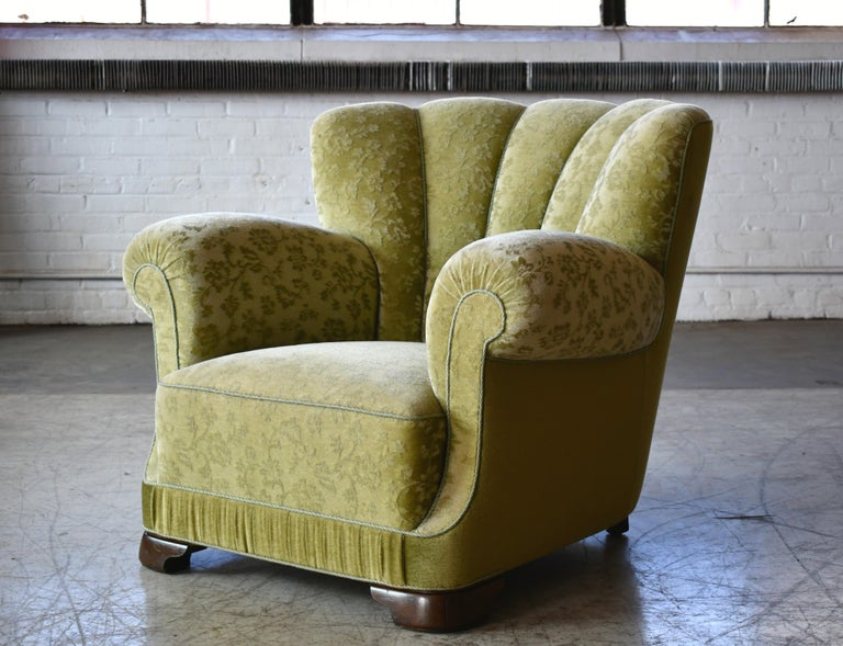 Mid-Century Modern Danish 1940s Large Club Chair in the Style of Fritz Hansen Model 1518 For Sale