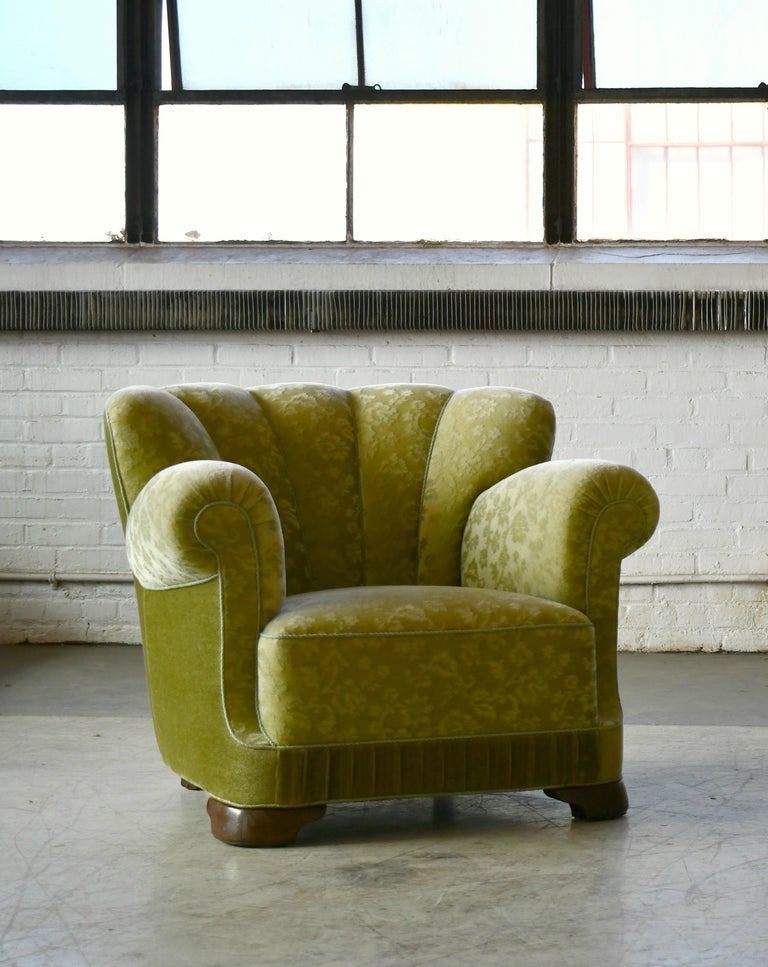 Mid-20th Century Danish 1940s Large Club Chair in the Style of Fritz Hansen Model 1518 For Sale