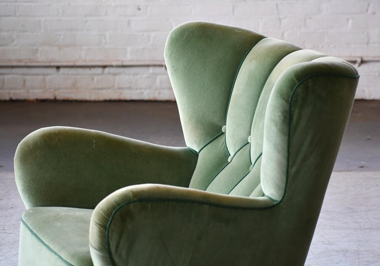 Danish 1940s Lassen Style Easy Chair in Green Mohair Fabric In Good Condition For Sale In Bridgeport, CT
