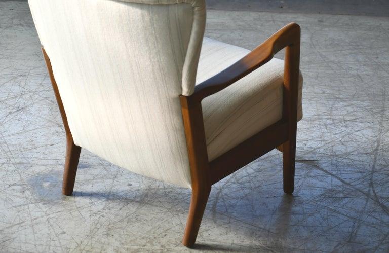 Danish 1940s Lowback Open Armrest Lounge Chair by Soren Hansen for Fritz Hansen For Sale 4