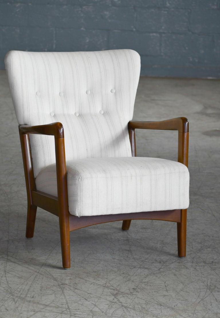 Danish 1940s Lowback Open Armrest Lounge Chair by Soren Hansen for Fritz Hansen In Good Condition For Sale In Bridgeport, CT