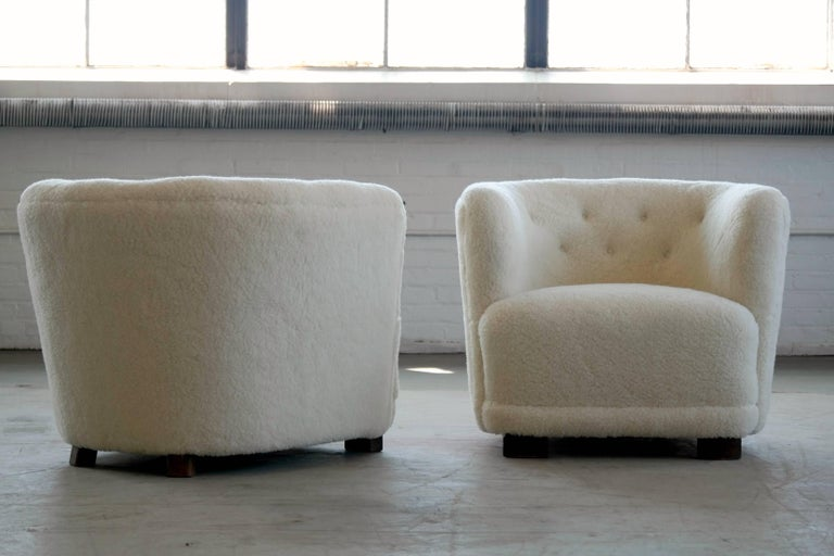 Mid-Century Modern Danish 1940s Pair of Viggo Boesen Style Lounge or Club Chairs in Lambswool For Sale