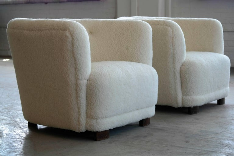 Danish 1940s Pair of Viggo Boesen Style Lounge or Club Chairs in Lambswool In Good Condition For Sale In Bridgeport, CT