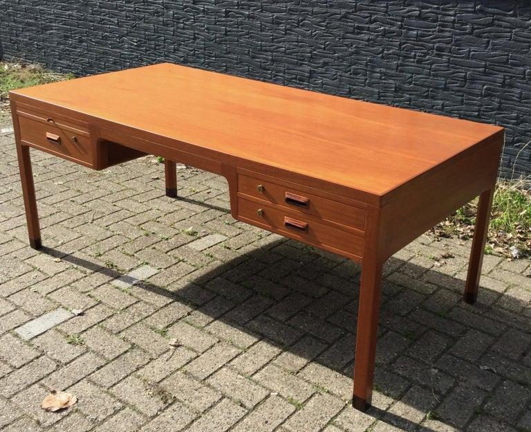 Beautiful Danish Desk by Aksel Bender Madsen & Ejner Larsen, Denmark 1960's  In Good Condition For Sale In Utrecht, NL