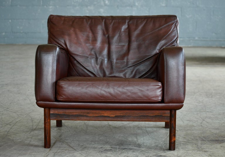 Danish 1960s Lounge Chair in Brown Leather and Rosewood by Erhardsen & Andersen In Good Condition For Sale In Bridgeport, CT