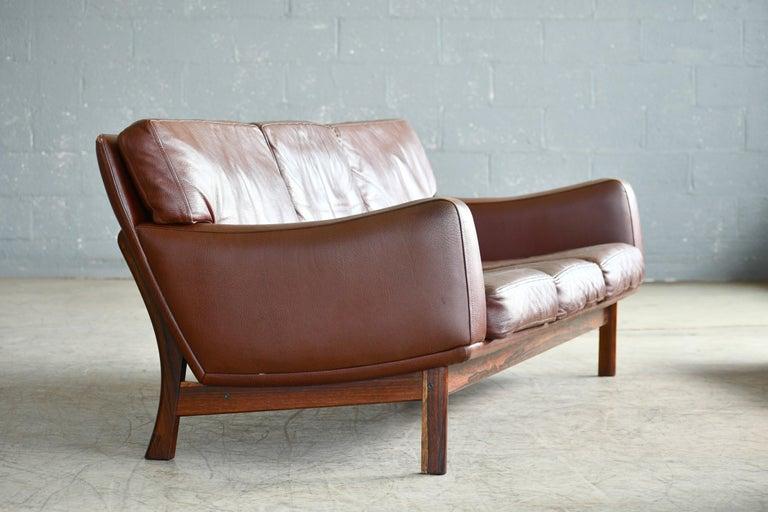 Danish 1960s Sofa in Brown Leather and Rosewood by Erhardsen & Andersen In Good Condition For Sale In Bridgeport, CT
