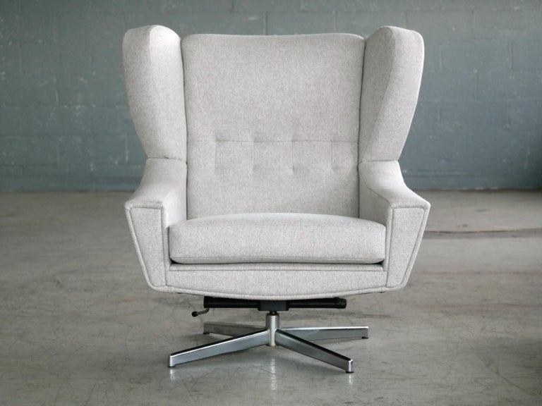 Danish 1960s Space Age Swivel Lounge Chair Attributed to Illum Wikkelso In Excellent Condition For Sale In Bridgeport, CT