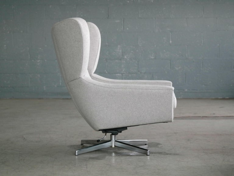 Danish 1960s Space Age Swivel Lounge Chair Attributed to Illum Wikkelso For Sale 1