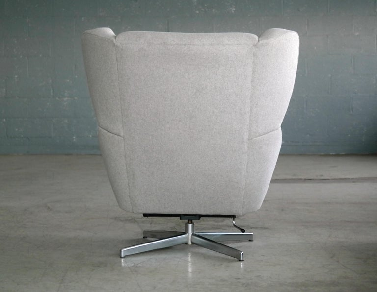 Danish 1960s Space Age Swivel Lounge Chair Attributed to Illum Wikkelso For Sale 4