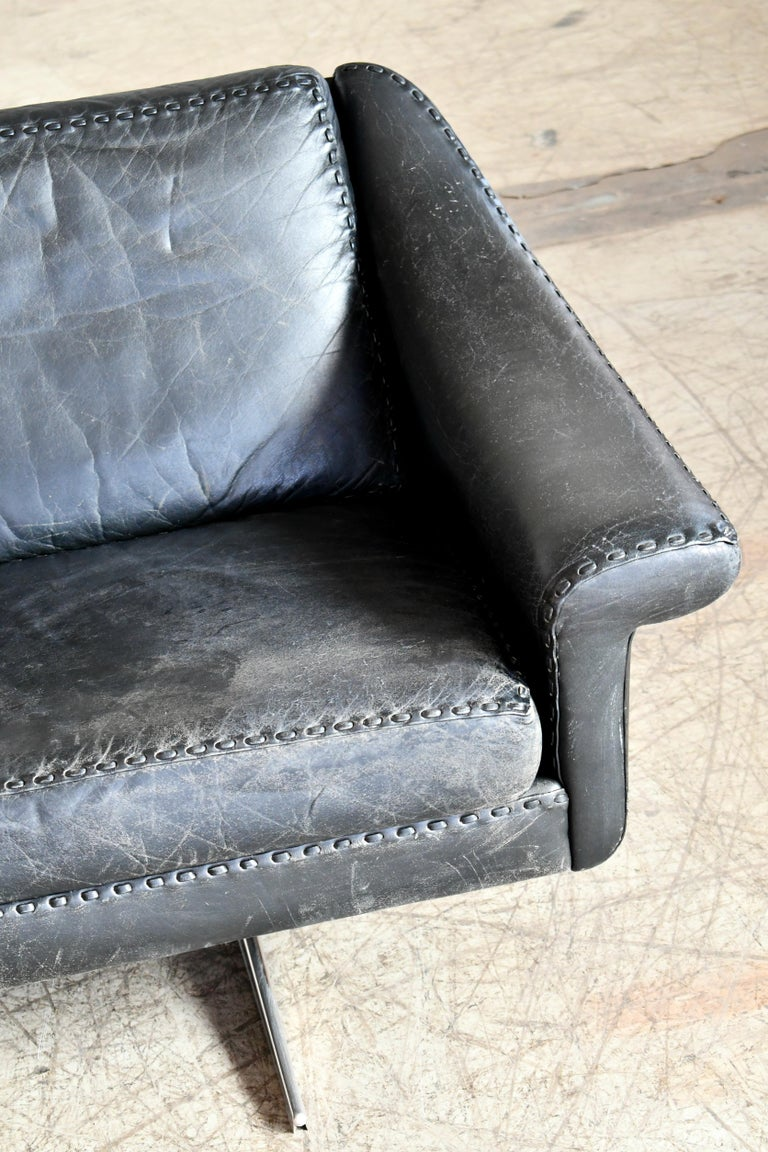Danish Airport Style Sofa Model Matador in Black Leather by ERAN in 1966 In Good Condition For Sale In Bridgeport, CT