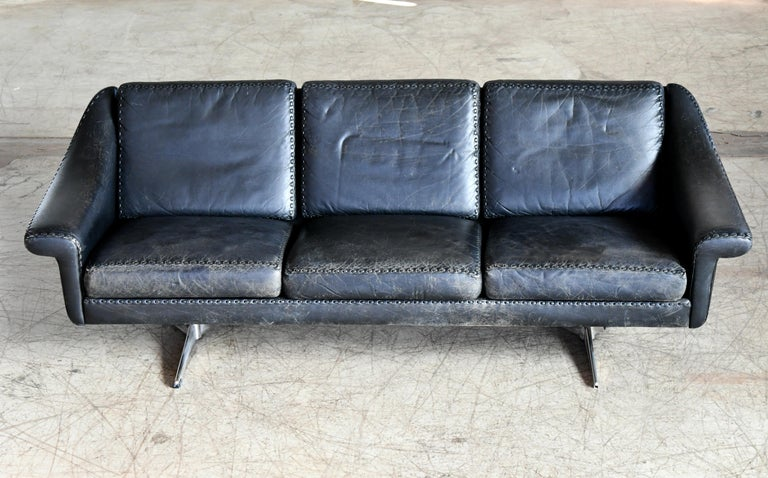 Mid-20th Century Danish Airport Style Sofa Model Matador in Black Leather by ERAN in 1966 For Sale