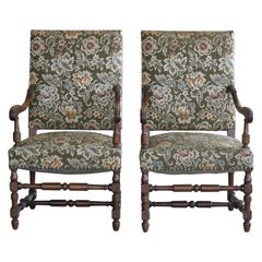 Danish Antique Pair of Throne Chairs in Carved Oak, circa 1900
