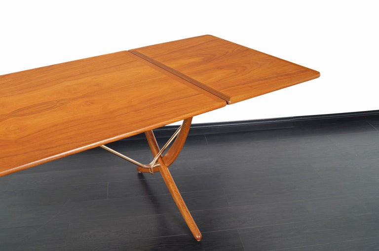 Danish AT-304 Dining Table by Hans J. Wegner for Andrea Tuck For Sale 4