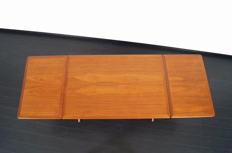 Danish AT-304 Dining Table by Hans J. Wegner for Andrea Tuck For Sale 6