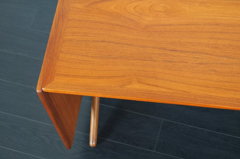 Danish AT-304 Dining Table by Hans J. Wegner for Andrea Tuck For Sale 9