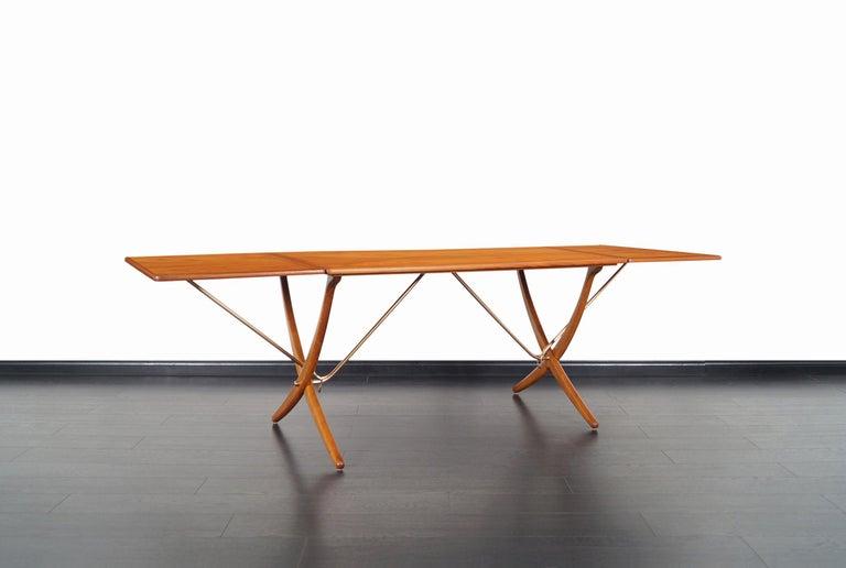 Mid-Century Modern Danish AT-304 Dining Table by Hans J. Wegner for Andrea Tuck For Sale