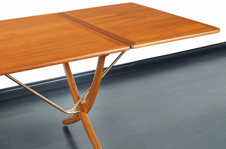 Danish AT-304 Dining Table by Hans J. Wegner for Andrea Tuck In Excellent Condition For Sale In Burbank, CA