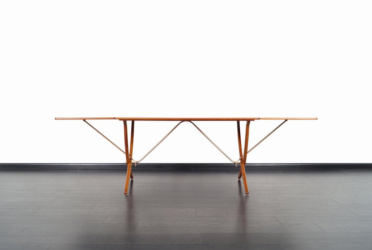 Danish AT-304 Dining Table by Hans J. Wegner for Andrea Tuck For Sale 2
