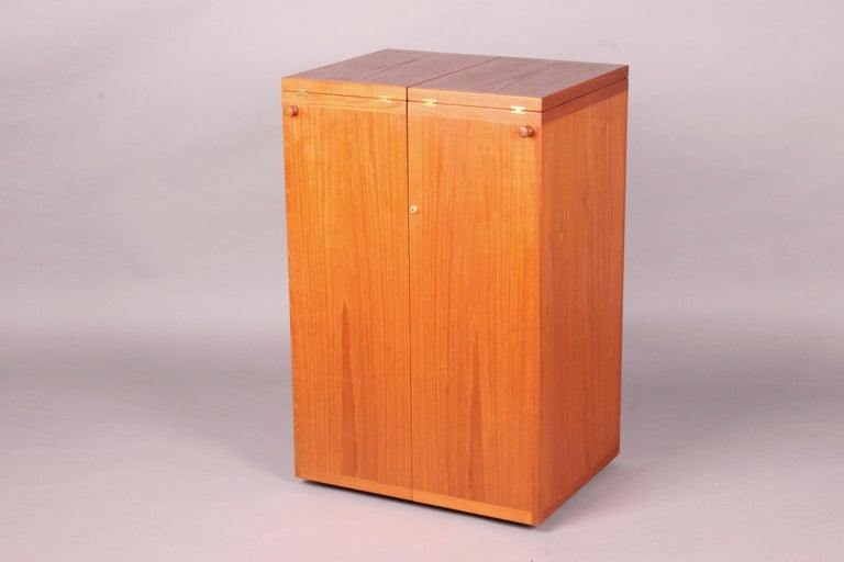 Danish Bar Cabinet by Reno Wahl Iversen for Dyrlund In Good Condition For Sale In Meyrin, CH
