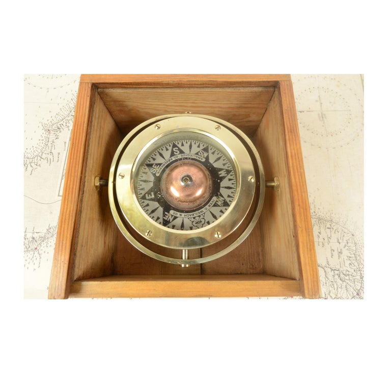 Danish Brass Compass in its Original Wooden Box, 1920s-1930s In Good Condition For Sale In Milan, IT