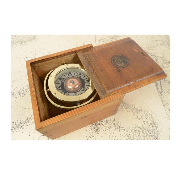 Early 20th Century Danish Brass Compass in its Original Wooden Box, 1920s-1930s For Sale