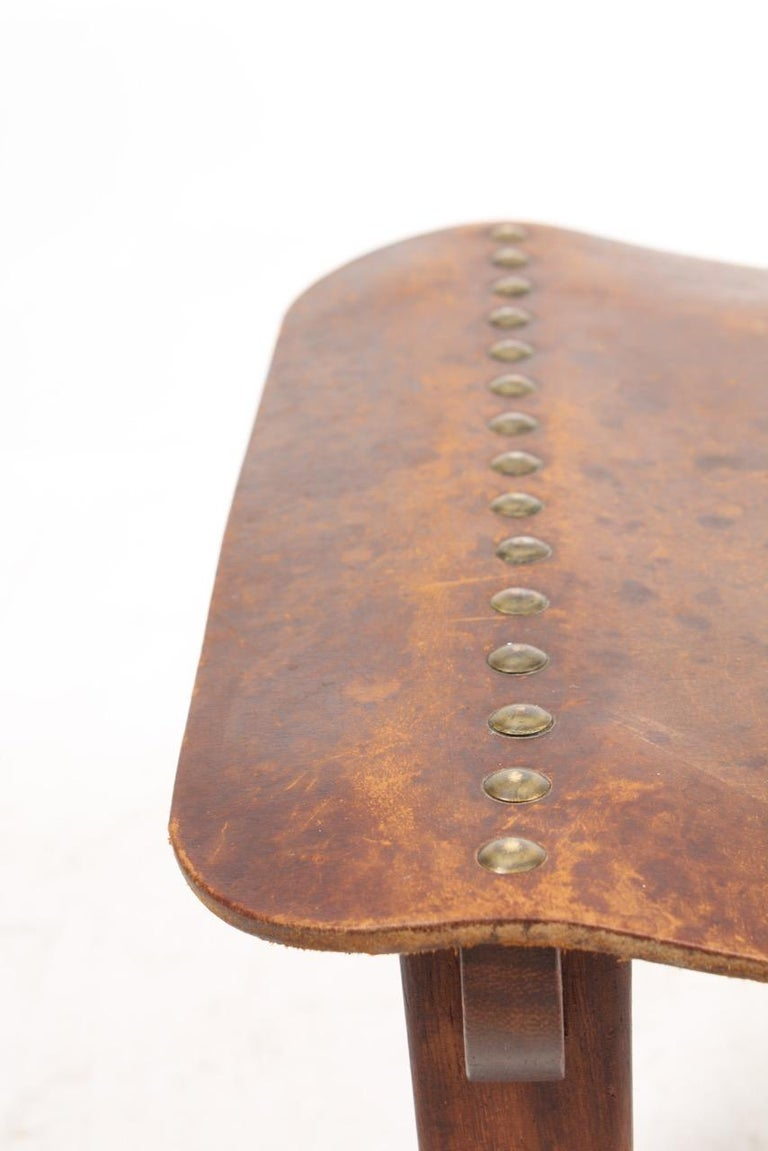 Danish Cabinetmaker Stool in Patinated Leather and Teak, 1940s In Good Condition For Sale In Lejre, DK