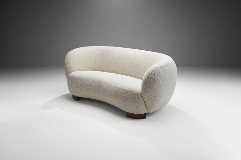 This beautiful Danish three-seat sofa recalls the peak of Danish Mid-Century Modern design. Thanks to its curved shape, this three-seat is exceptionally cozy and elegant.