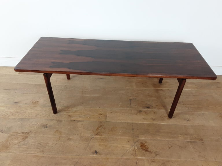 Mid-Century Modern design Danish midcentury Brazilian rosewood table, the rosewood to this table has a stunning design, circa 1960. Size: 48.5 cm H, 151 cm W, 60 cm D.
